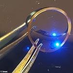 Показана гидрогелевая контактная линза со встроенной электроникой