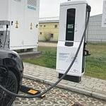 Новая зарядная станция добавляет электромобилю 100 км хода за три минуты